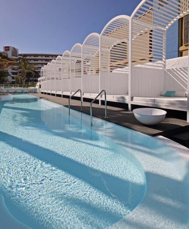 Pool and Balinesa Bed Hotel Gold By Marina