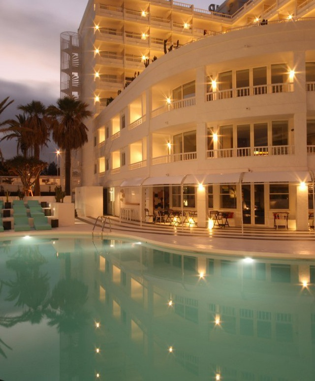 Pool at night Hotel Gold By Marina